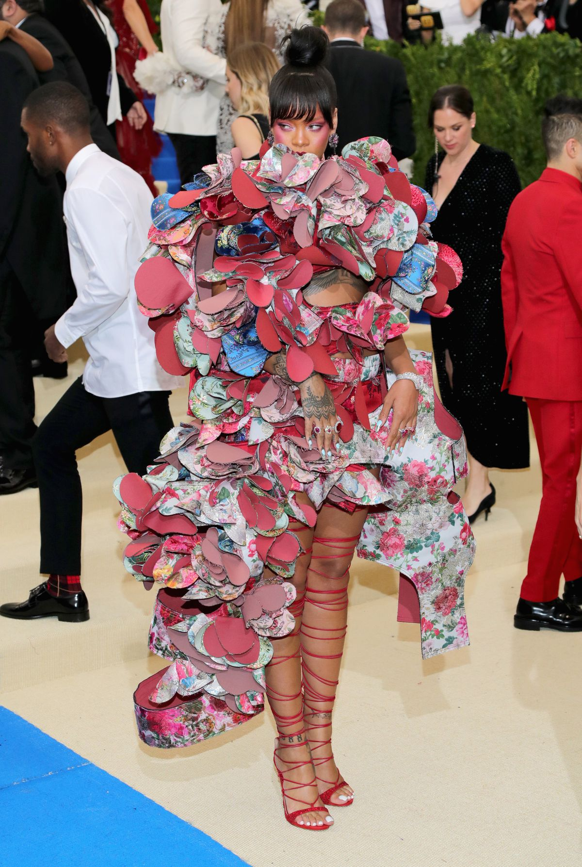 Rihanna s Met Gala Dress Is Actually On Theme - Racked 62efdc1fbb50