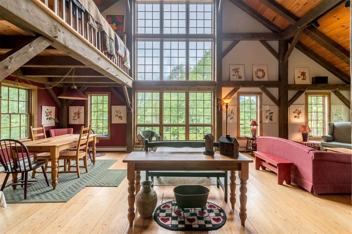 Bright and airy cabin in the vermont mountains wants 399k for Vermont mountain cabins