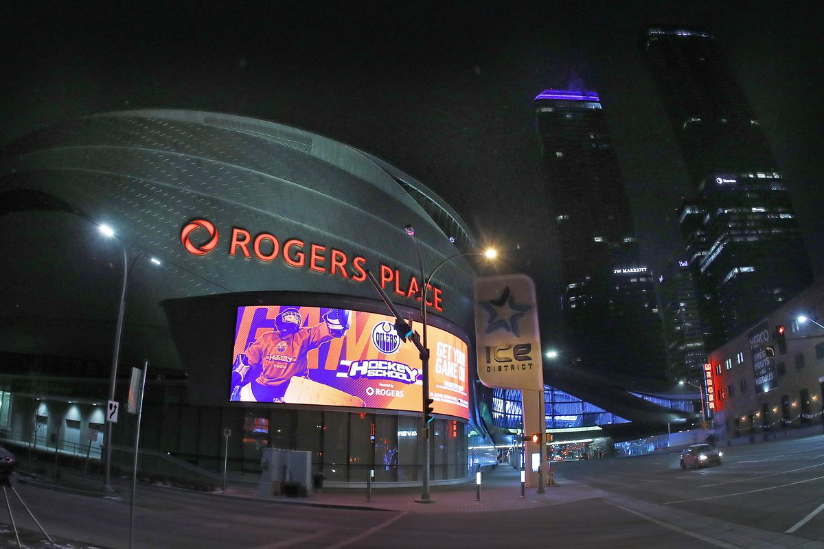 NHL: New York Islanders at Edmonton Oilers