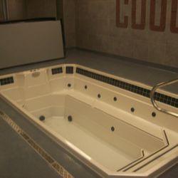 Plunge tub