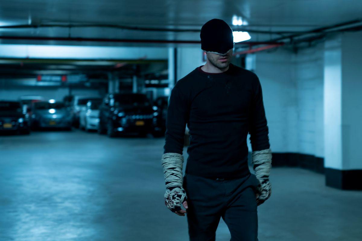 daredevil in black costume in daredevil season 3