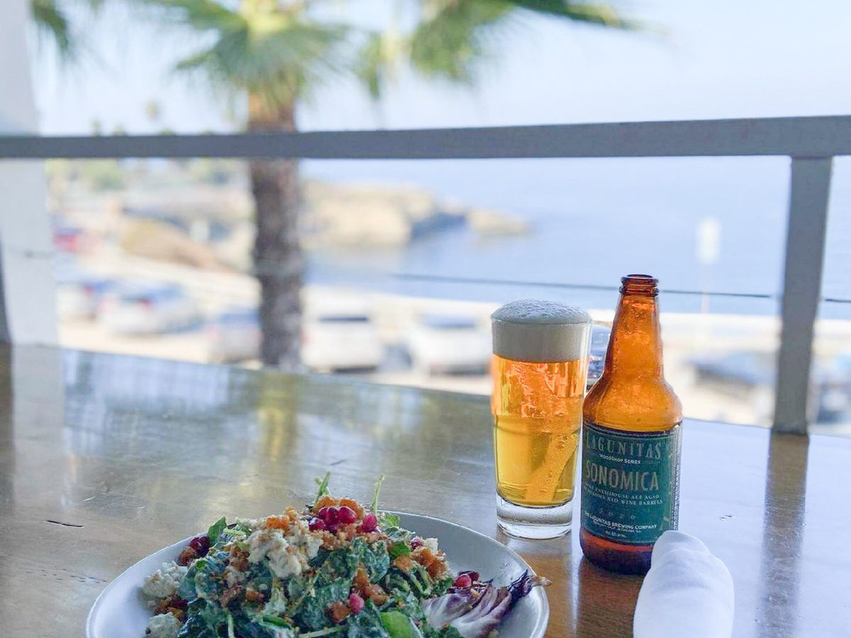 Meal and drinks with oceanview