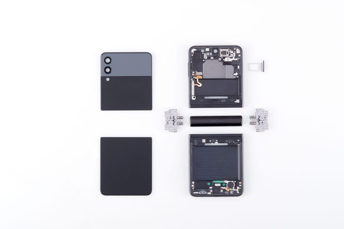 A deconstructed Galaxy Z Flip 3