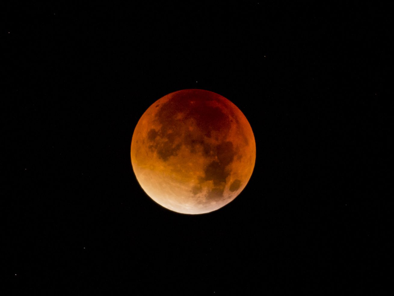 """GettyImages_490386832.0 Watch: the longest """"blood moon"""" lunar eclipse of the century"""