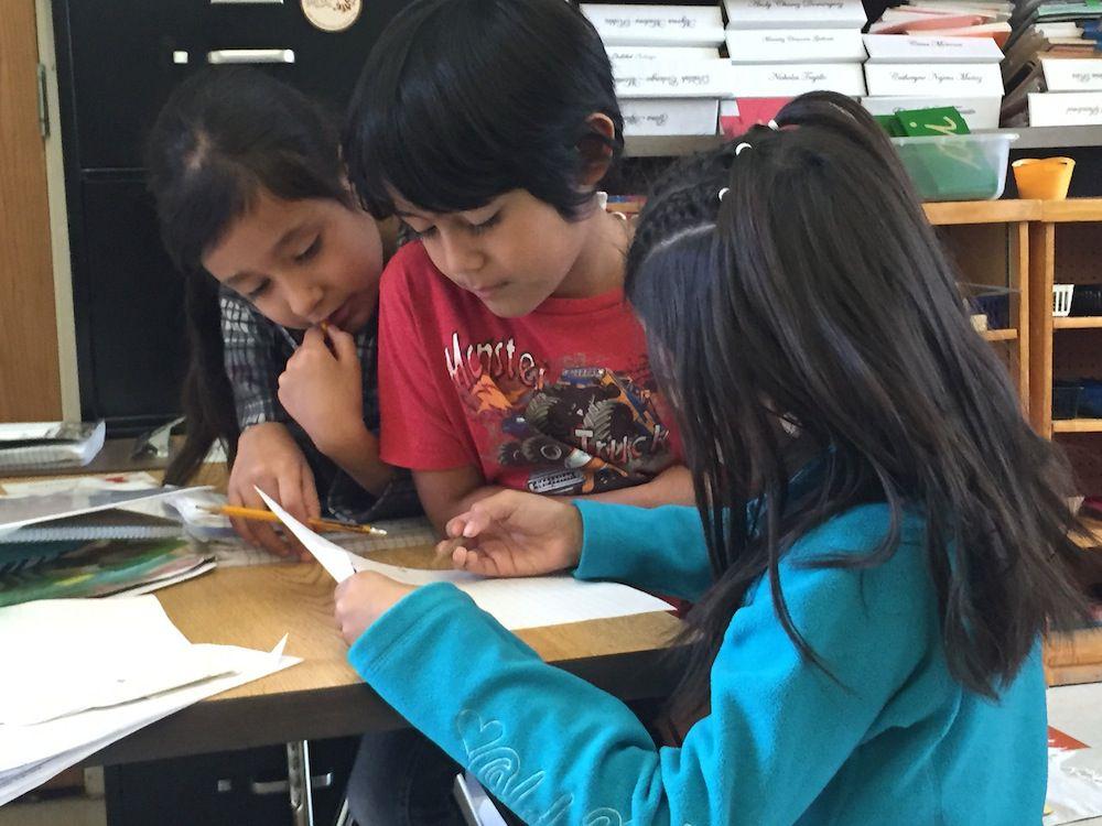 Elementary students at Escuela Tlatelolco.