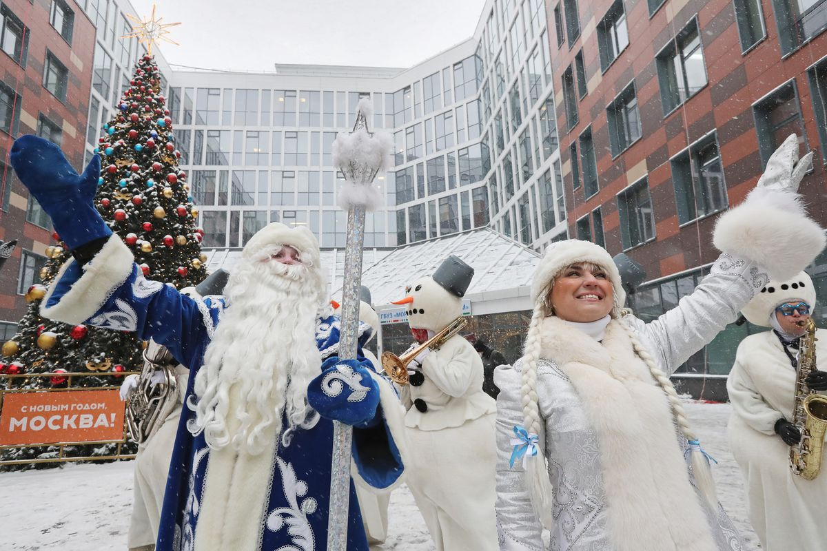 Rescuers in Father Frost costumes congratulate patients of Morozov Children's Hospital in Moscow