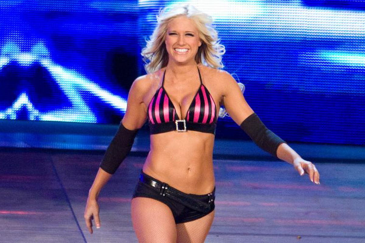 10 Things You Didnt Know About WWE Diva Renee Young