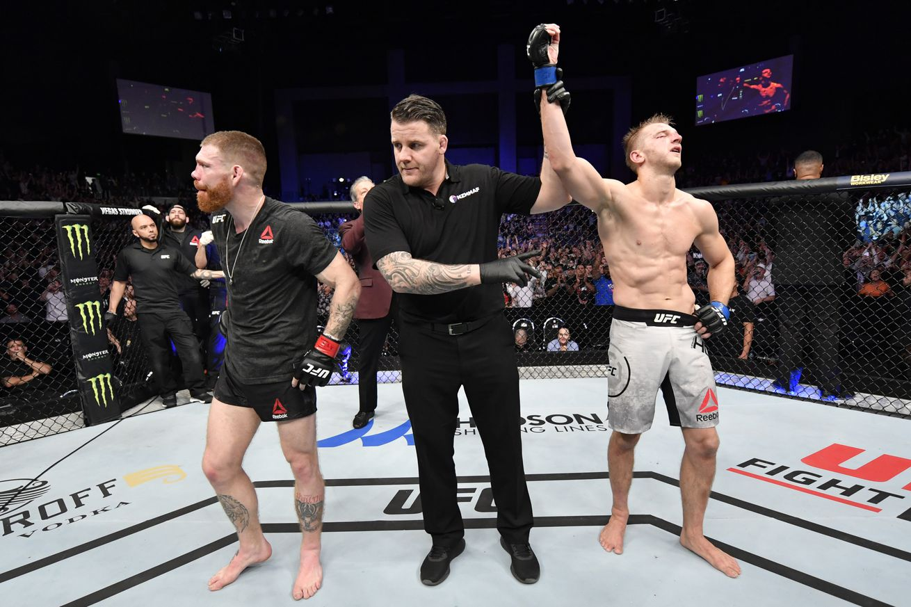 <label><a href='https://idinterior.in/news/13344/UFC-Auckland-video-highlights:-Hooker-takes-razorthin-decision-over-Felder' class='headline_anchor'>UFC Auckland video highlights: Hooker takes razor-thin decision over Felder</a></label><br />Check out the full-fight video highlights of Dan Hooker going to war with Paul Feld...