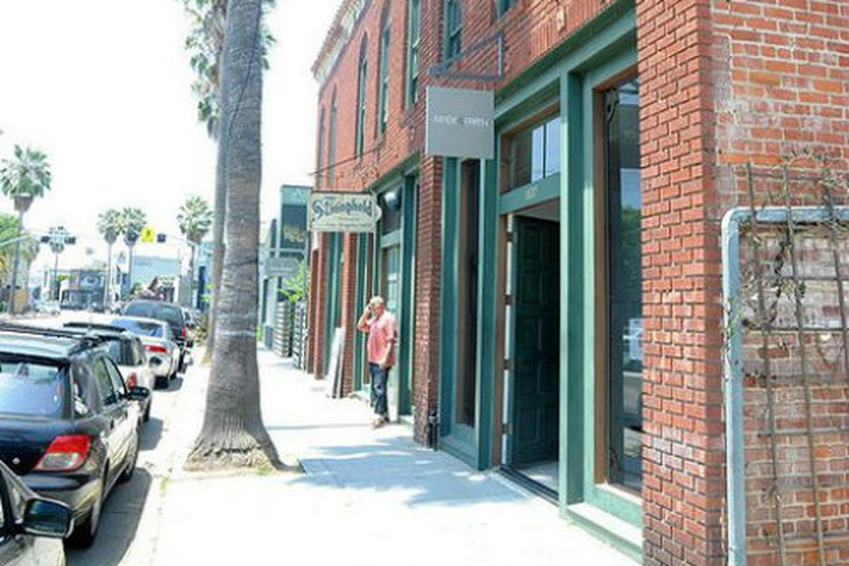 """Image of the former Made In Earth storefront on Abbot Kinney via <a href=""""http://www.flickr.com/photos/yovenice/"""">Yo! Venice!</a>/Flickr."""