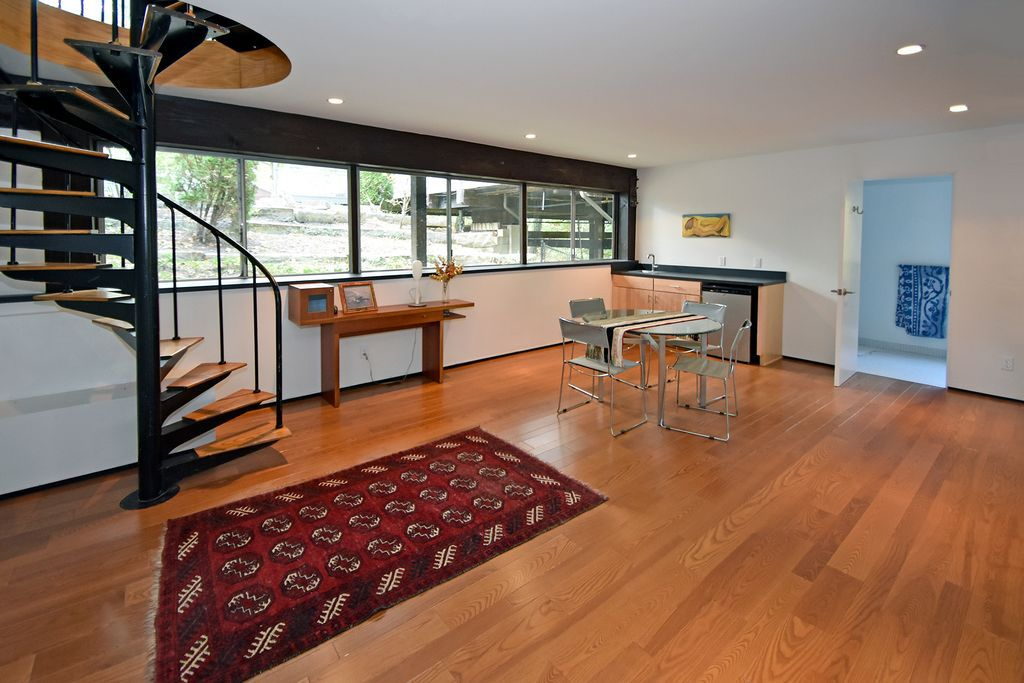 Midcentury Hillside Pad With Tons Of Potential Asks 550k