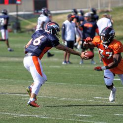 Broncos QB Chad Kelly (6) hands off to rookie RB Royce Freeman (37).