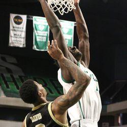 Boubacar Toure dunking.