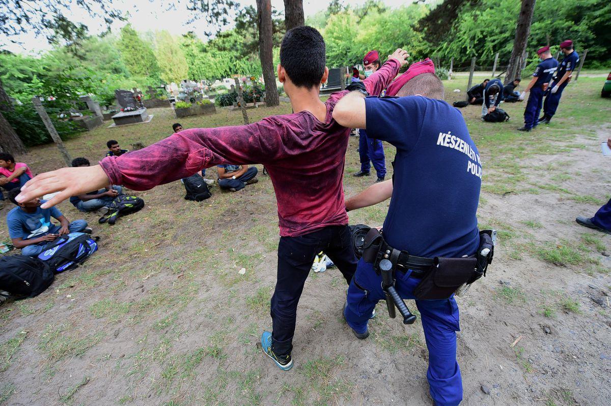 hungary migrants arrest