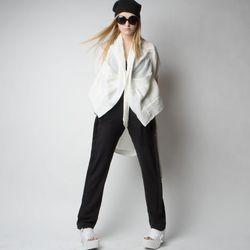 "<a href=""http://www.maliamills.com/products/kusama-kimono?category=sale"">Kusama Kimono</a>, $73.75 (was $295)"