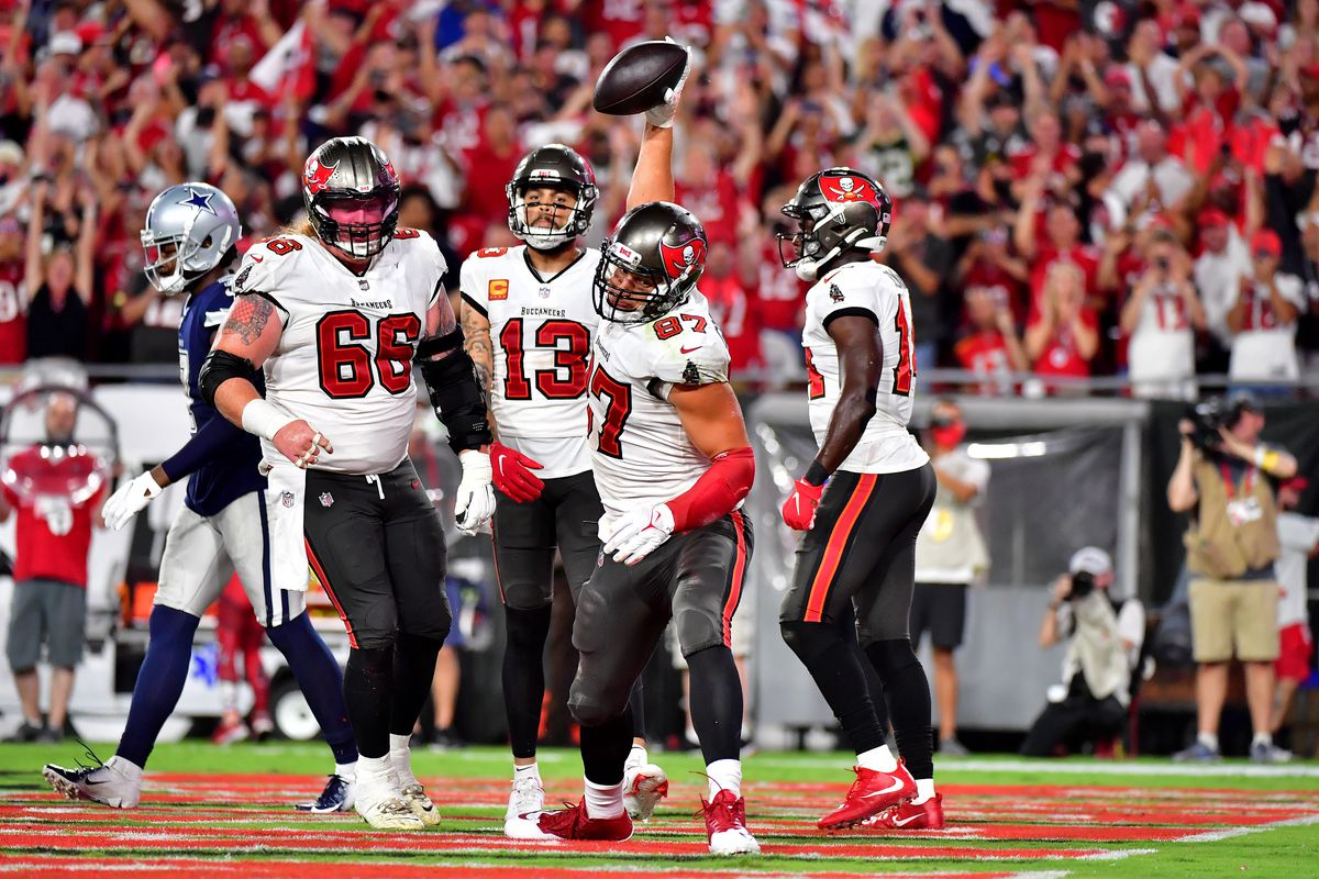Rob Gronkowski #87 of the Tampa Bay Buccaneers celebrates his touchdown during the third quarter against the Dallas Cowboys at Raymond James Stadium on September 09, 2021 in Tampa, Florida.