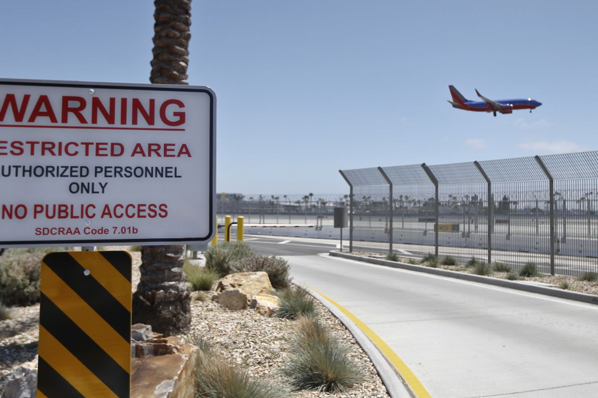 Intruders breach U S  airport fences about every 10 days