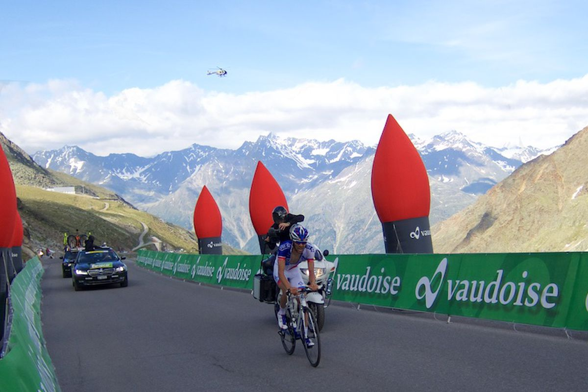 Pinot passes the Flamme Rouge!