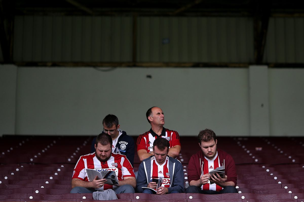 They're all catching up on Dave's latest Alternative View
