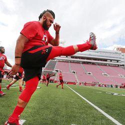 Salesi Leka Uhatafe does drills during football practice for the University of Utah.