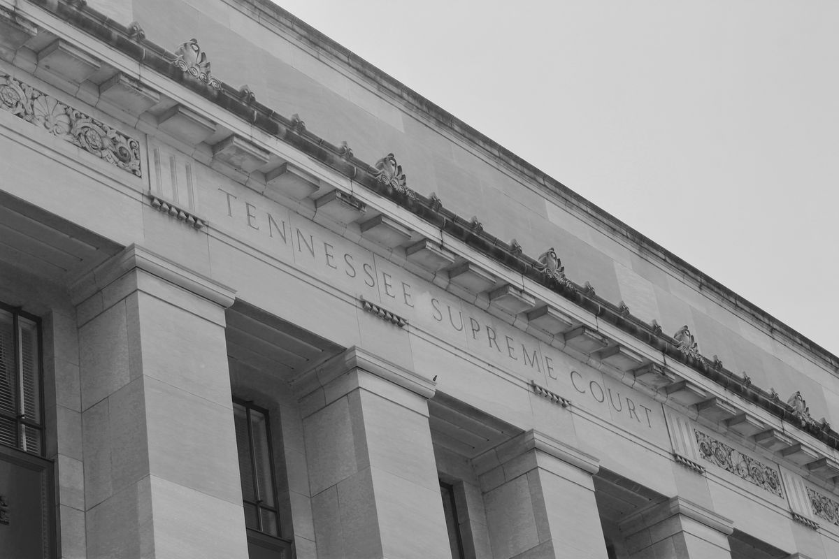 """A large, multi-column building with """"Tennessee Supreme Court"""" etched into the facade."""