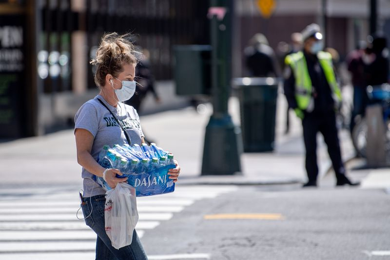 GettyImages_1219843256 Plastic bags were finally being banned. Then came the pandemic.