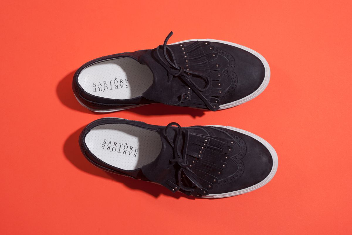 Slip-on clunky shoes with a tassle