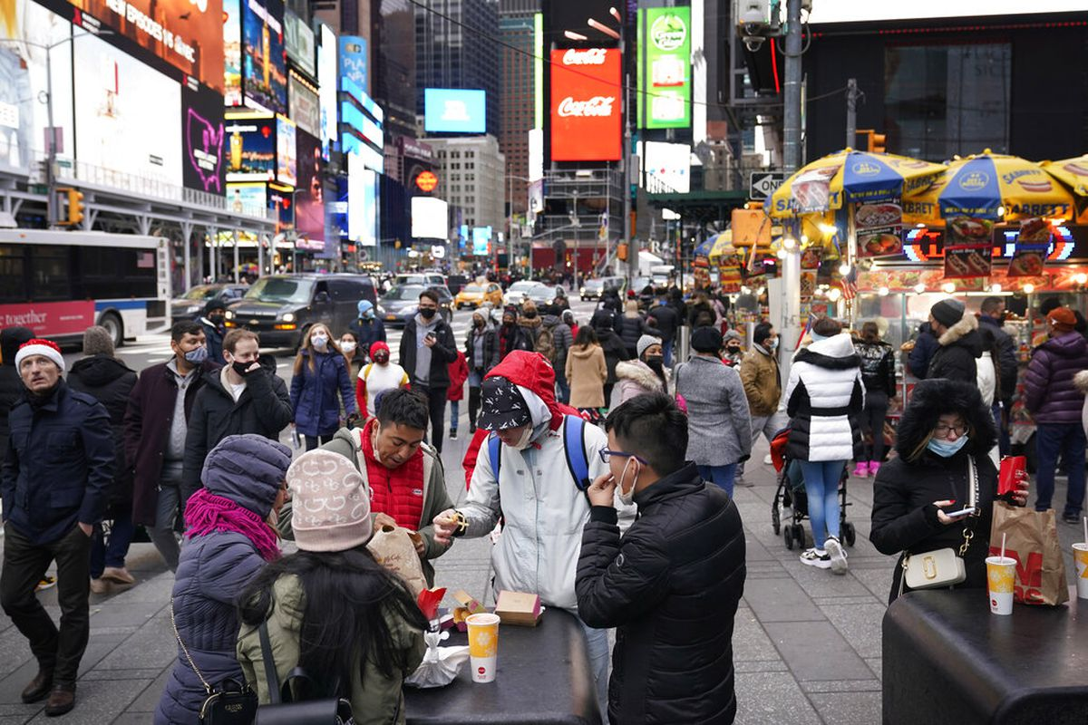 People in New York on Christmas day during 2020.
