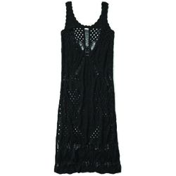 A casual, black take on the trend is a great pick for outdoor concerts, picnics, and more.