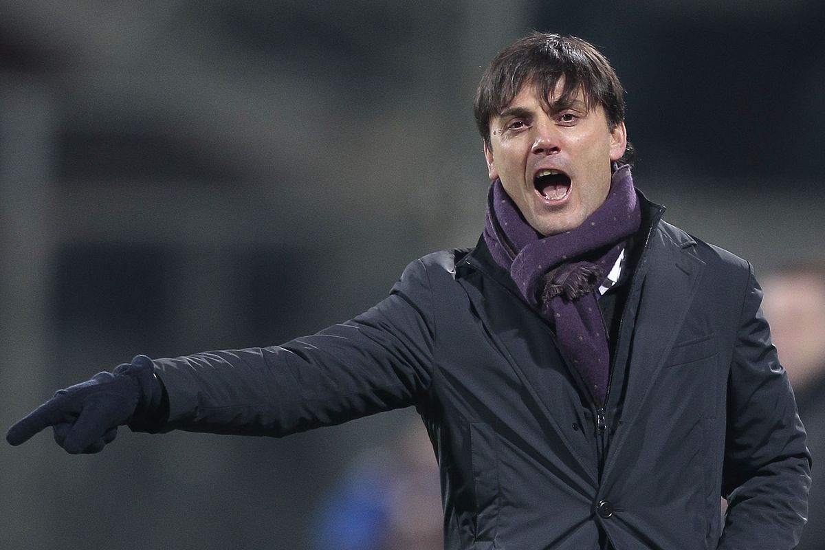 Angry Montella exercising his chastising finger. Photo