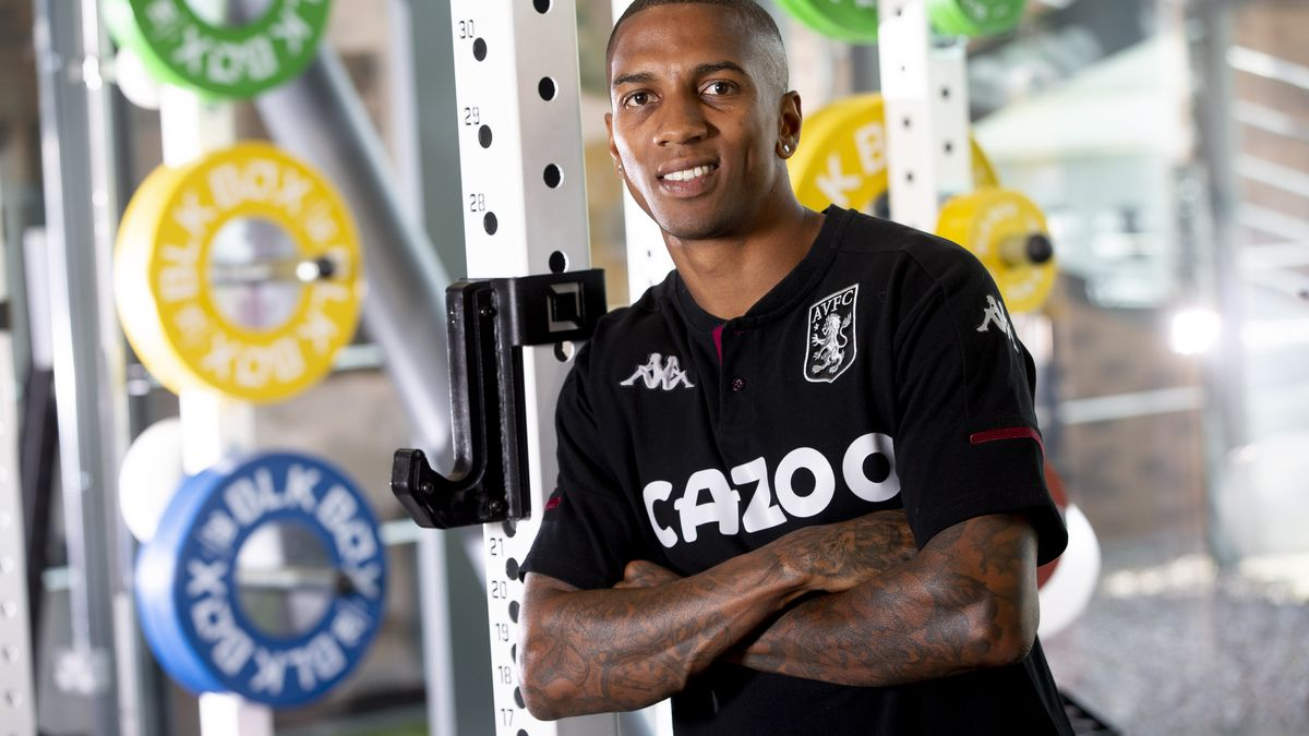 Aston Villa Unveil New Signing Ashley Young