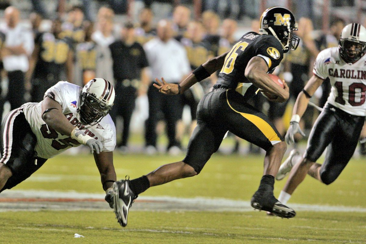 South Carolina's Stanley Doughty, left, misses a tackle on M