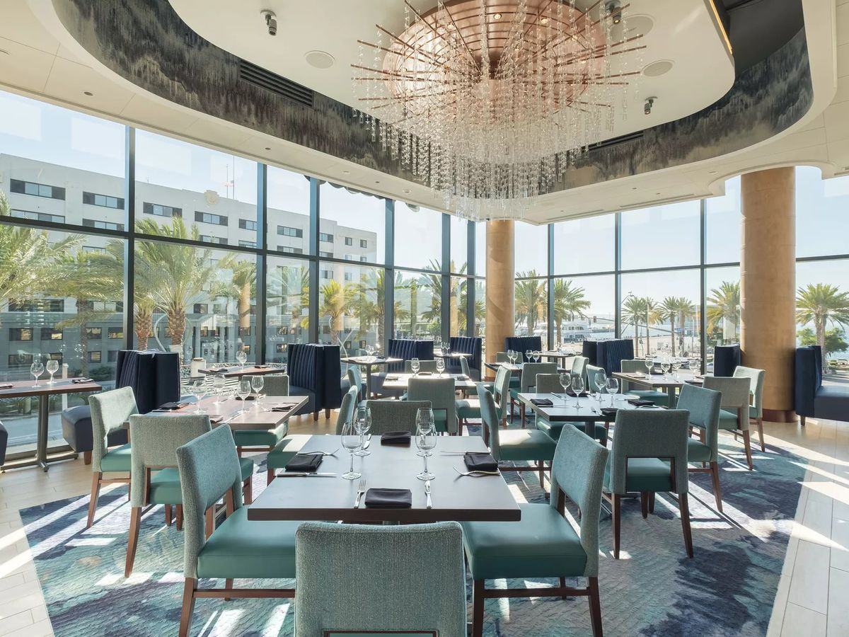Del Frisco's Double Eagle dining room