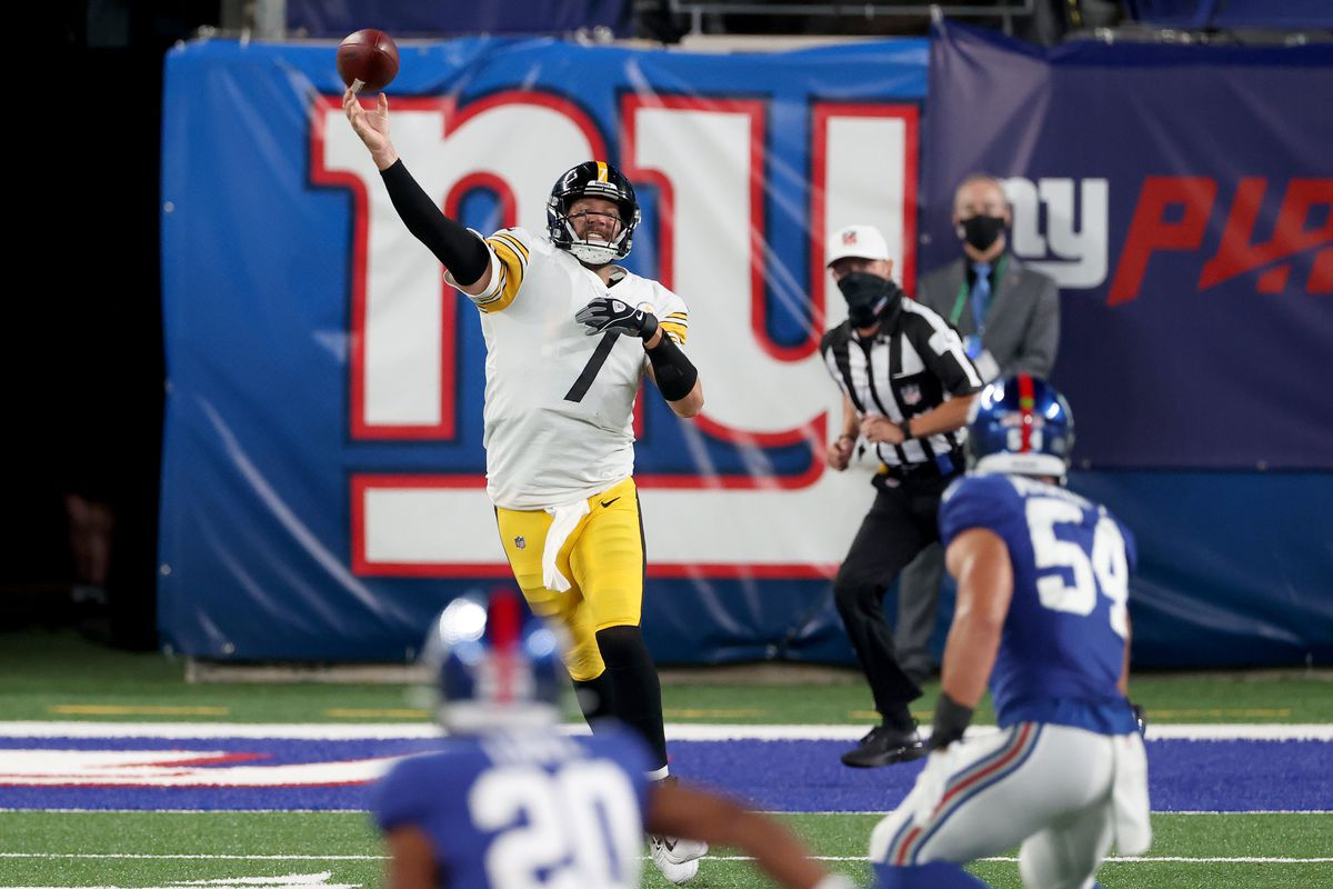 Ben Roethlisberger of the Pittsburgh Steelers looks to throw a pass against the New York Giants during the second quarter in the game at MetLife Stadium on September 14, 2020 in East Rutherford, New Jersey.