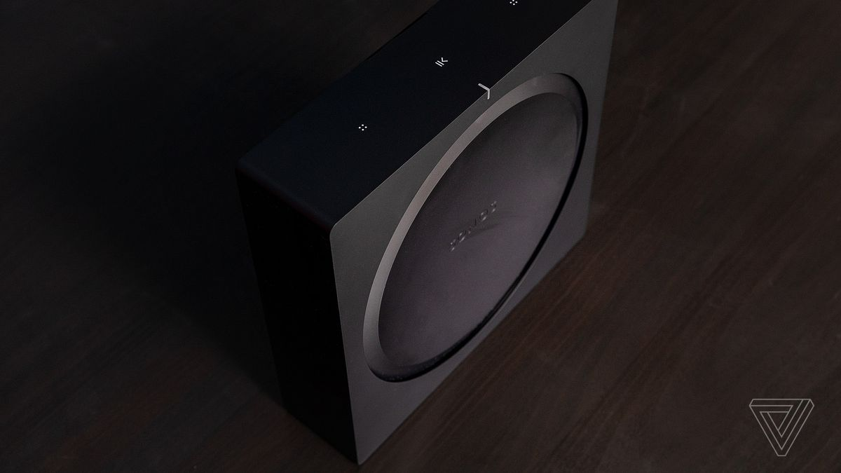 hook up speakers en sub naar amp
