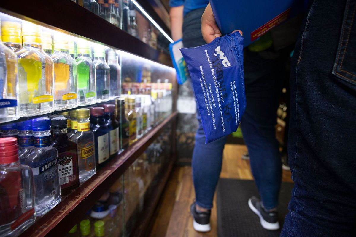 Health Department workers bring a opioid overdose treatment kit to a Washington Heights liquor store.