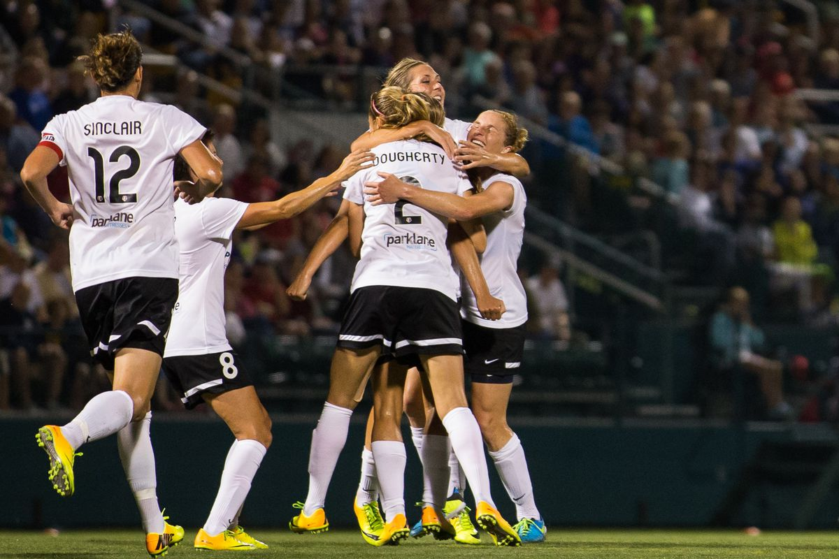 Christine Sinclair and Allie Long combined to give Portland Thorns FC its first road win of the season.
