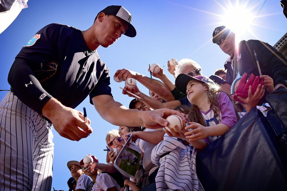 New York Yankees outfielder Aaron Judge signs autographs...