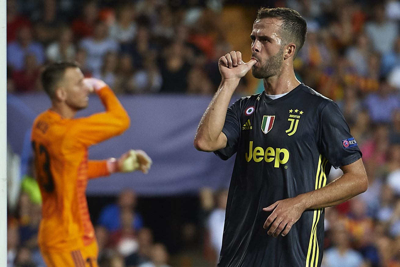 Pjanic leads 10-man Juventus to victory at the Mestalla