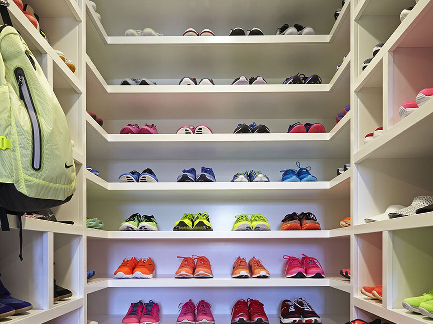 Khloe Kardashians Fitness Rebrand Includes A Massive Gorgeous Closet For Gym Stuff