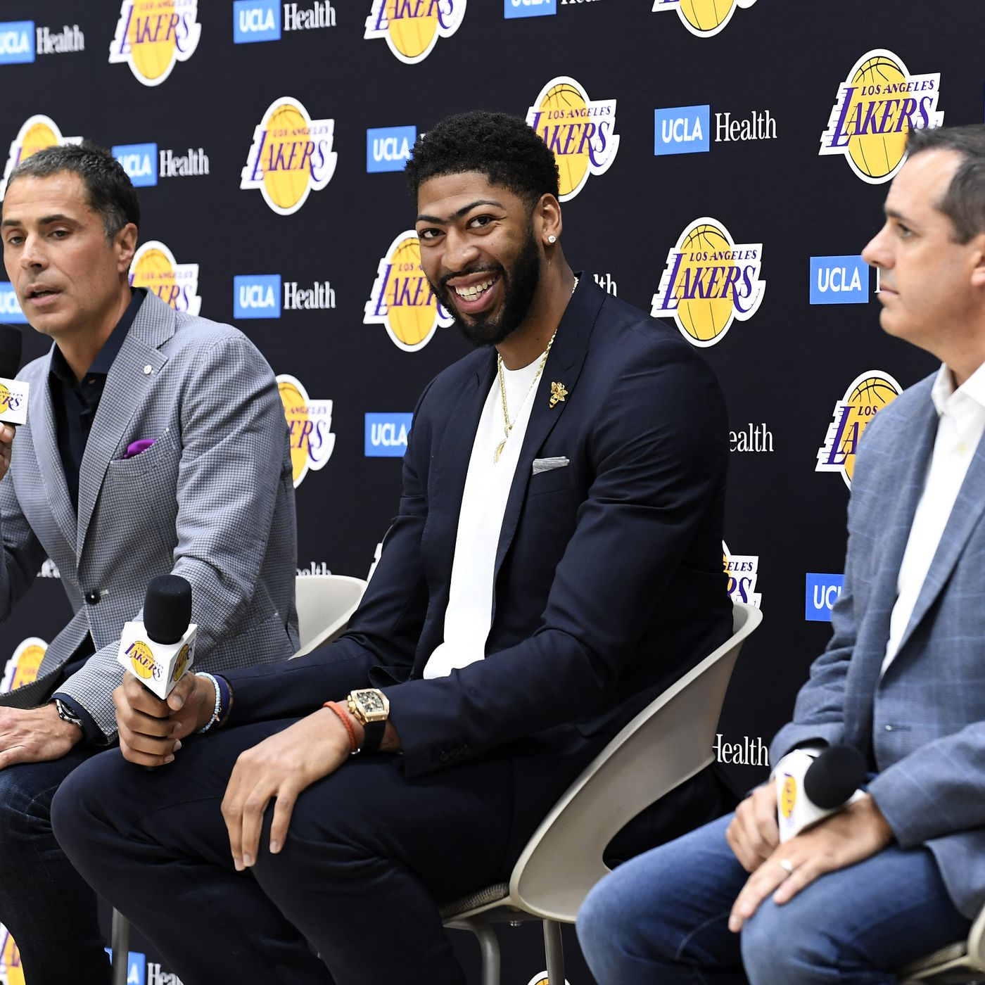 Anthony Davis doesn't want to play center, and his