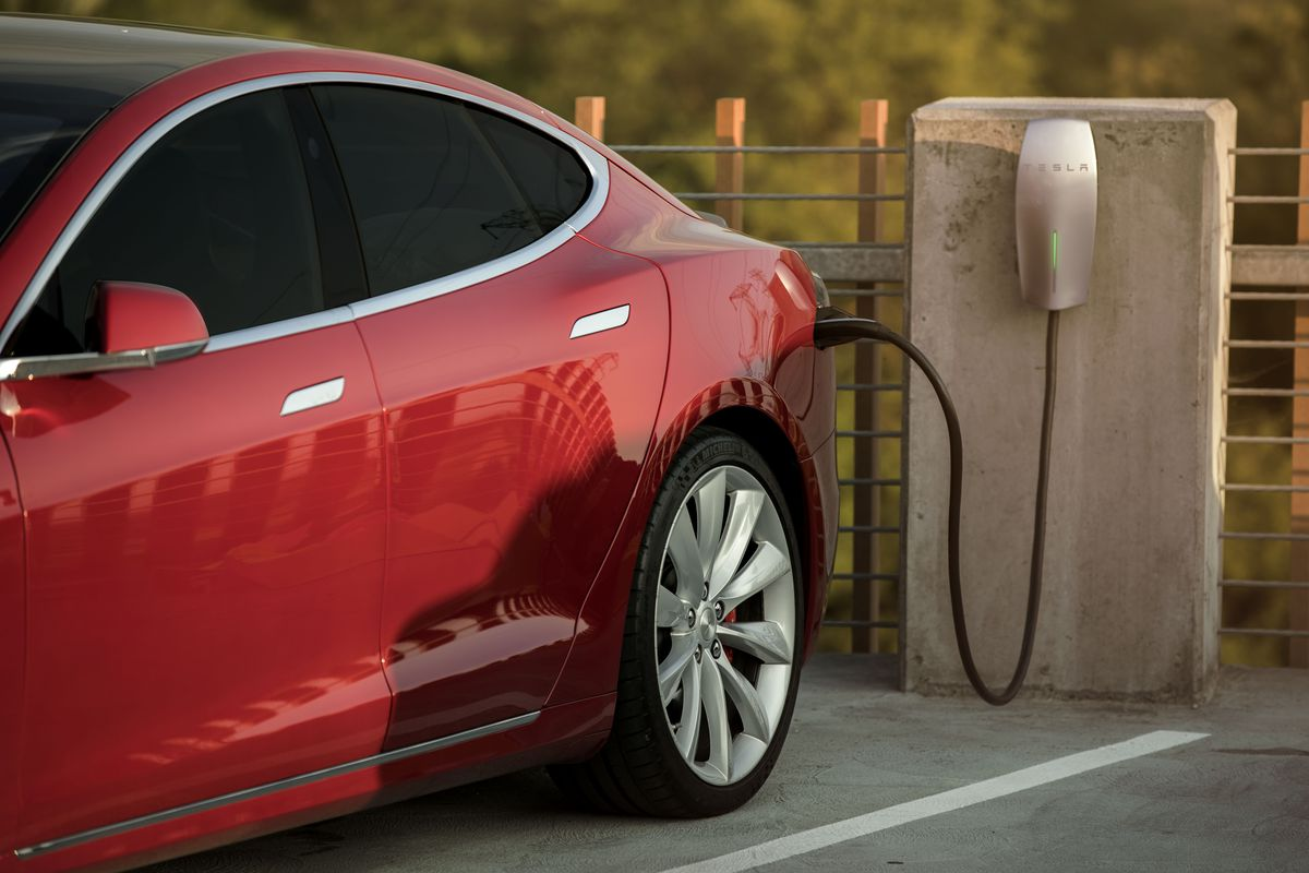 Tesla Will Supply Free Charging Stations To Office Parking Lots