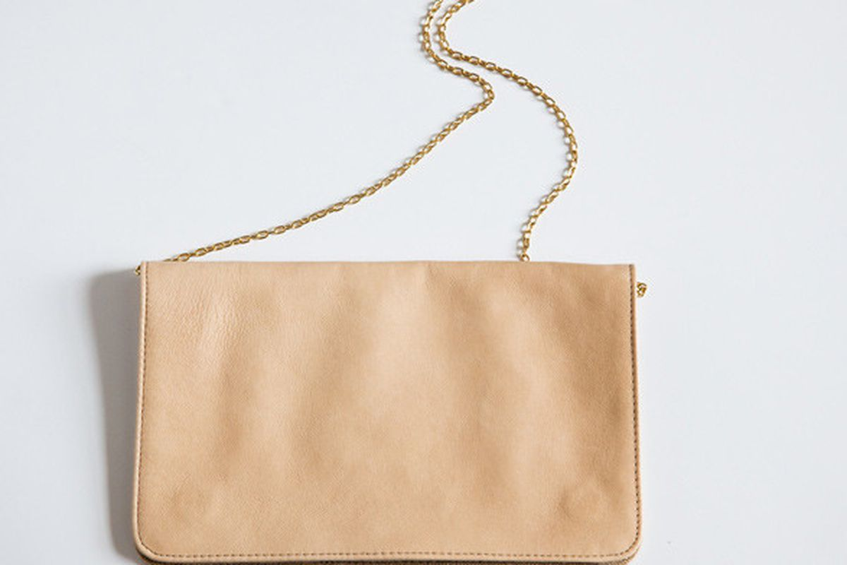 """Image via <a href=""""http://ofakind.com/editions/1001-EASY-FOLD-OVER-BAG"""">Of A Kind</a>"""