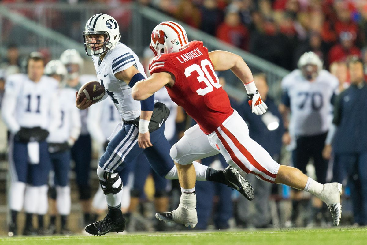 Taysom Hill trys to avoid the Wisconson rush.