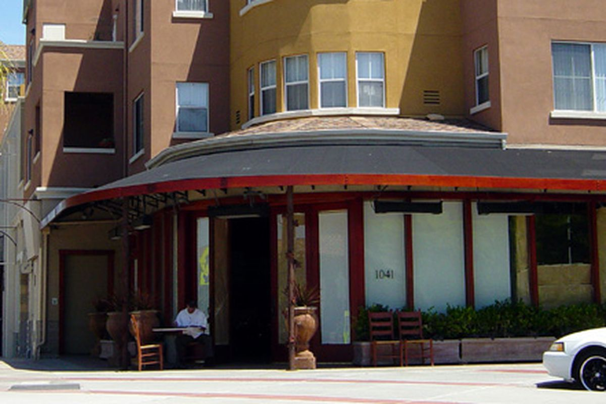 Plywood: Waiting for Donato Enoteca in Redwood City