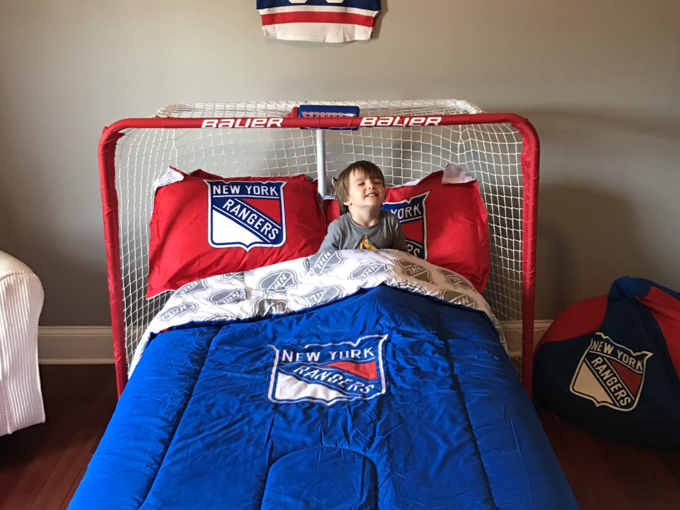 This kid has the greatest room of all time - Blueshirt Banter