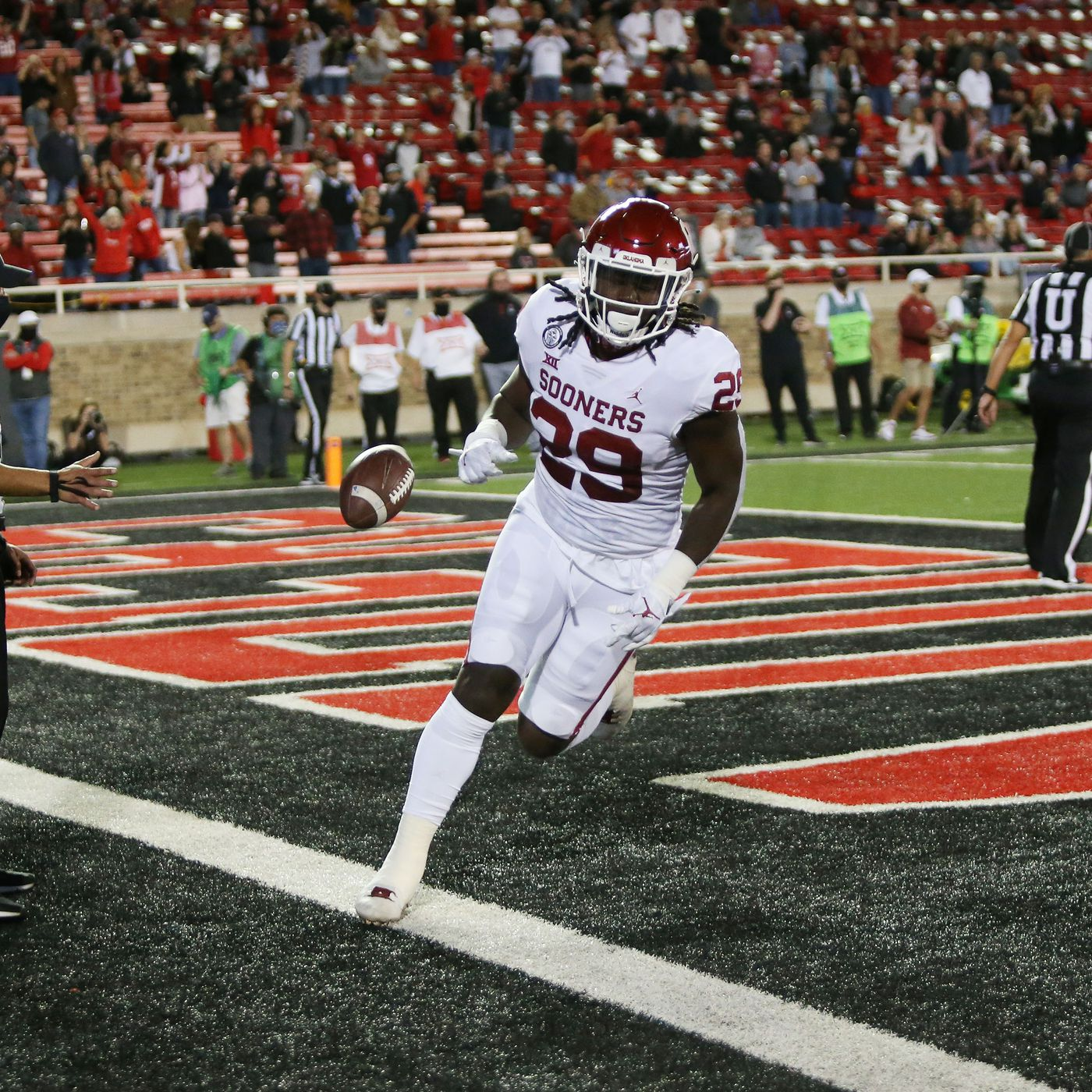 Oklahoma Football Sooners Hit The Polls Rhamondre Stevenson Big Offensive Player Of The Week Crimson And Cream Machine