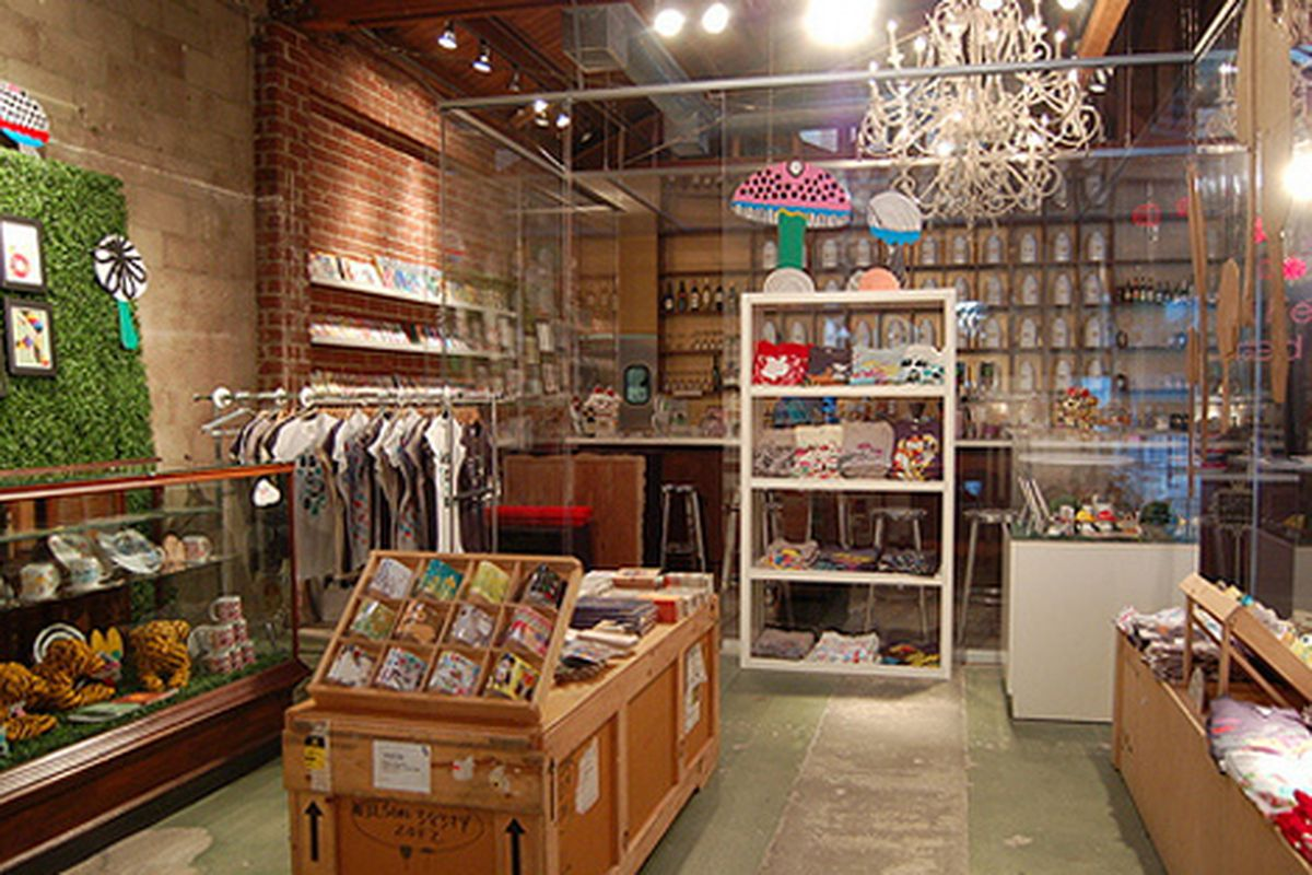 """Inside the Poketo pop-up shop. Image via <a href=""""http://www.apartmenttherapy.com/la/look/the-poketo-popup-store-at-royalt-089541?image_id=208511"""">Apartment Therapy</a>"""