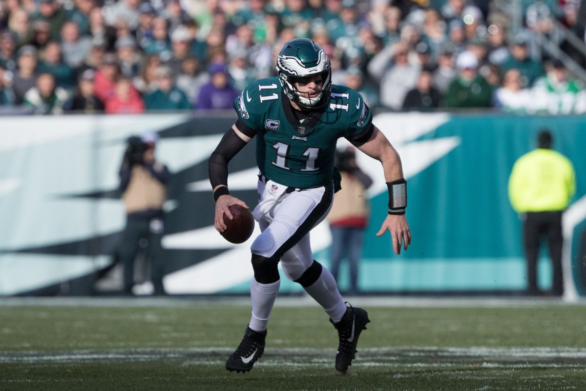 Philadelphia Eagles, fans react to Carson Wentz's knee injury