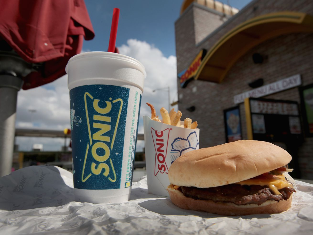 Sonic Drive-In Staff Quits Via Scathing Note Taped to the Door