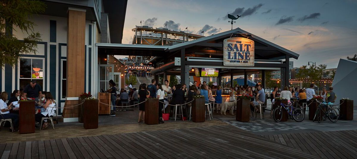 The outdoor bar at Salt Line features raw seafood, cold beer, and cocktails.
